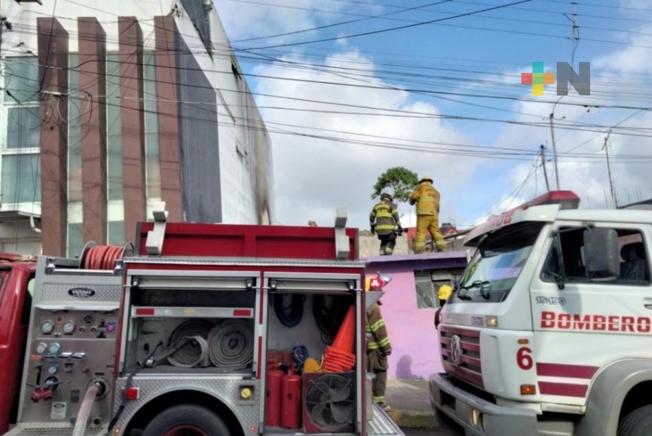 Bomberos sofocan incendio en vivienda de la calle Sarabia