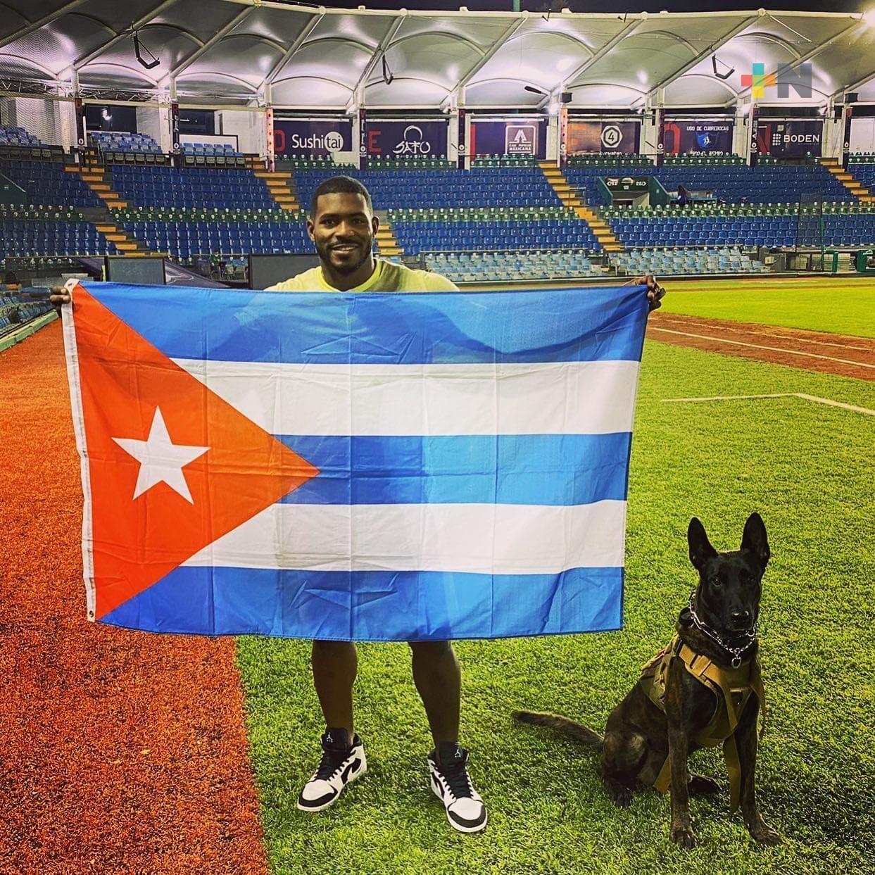 Yasiel Puig se solidariza, pide ayuda para Cuba