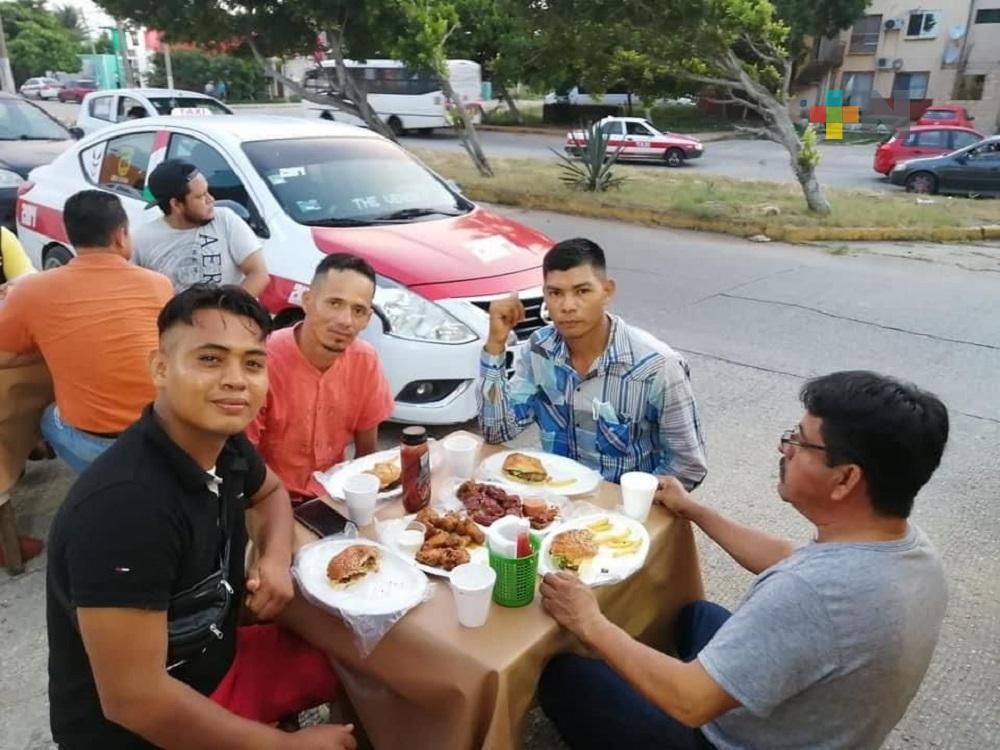 Restaurante de Coatzacoalcos reconoce valor de migrantes al salvar vida de bañistas