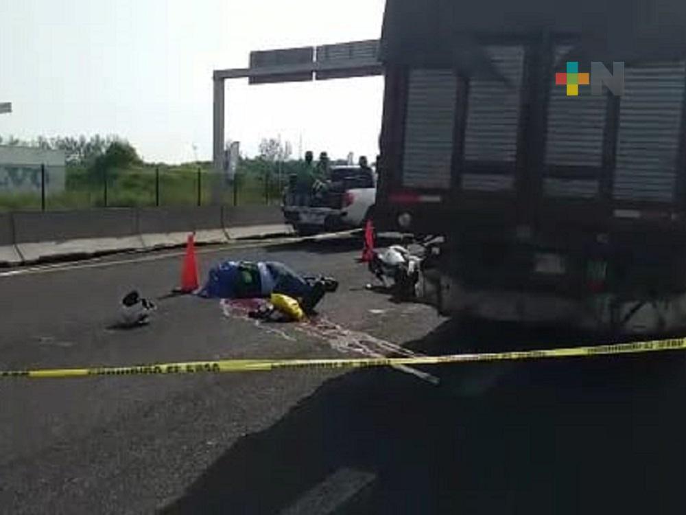 Muere motociclista tras impactarse en parte trasera de camión de carga