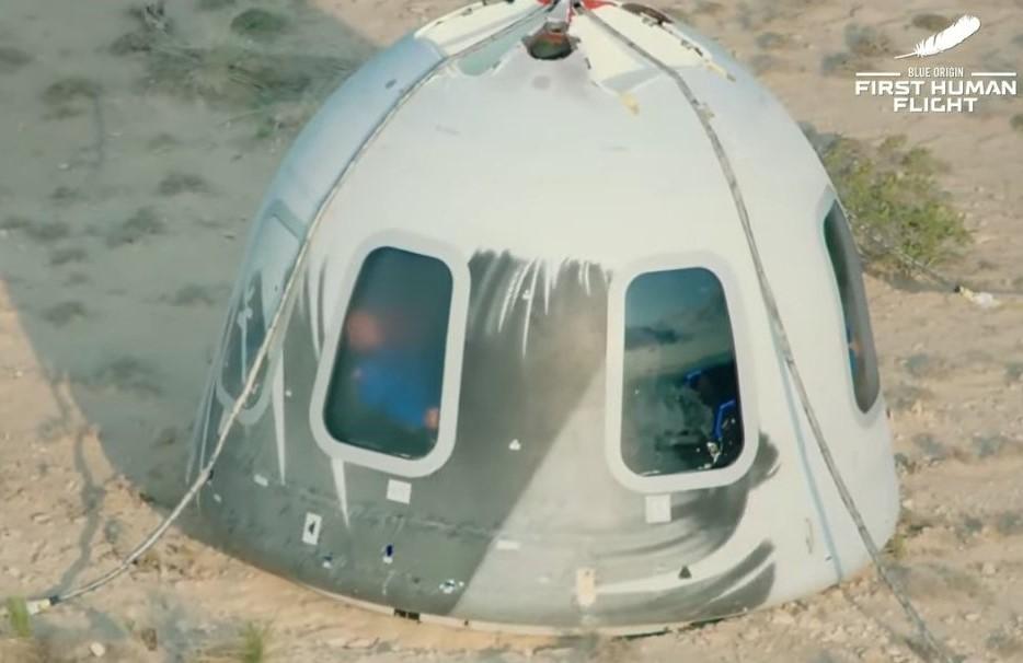El multimillonario Jeff Bezos viajó este martes al espacio; es el primer turista espacial