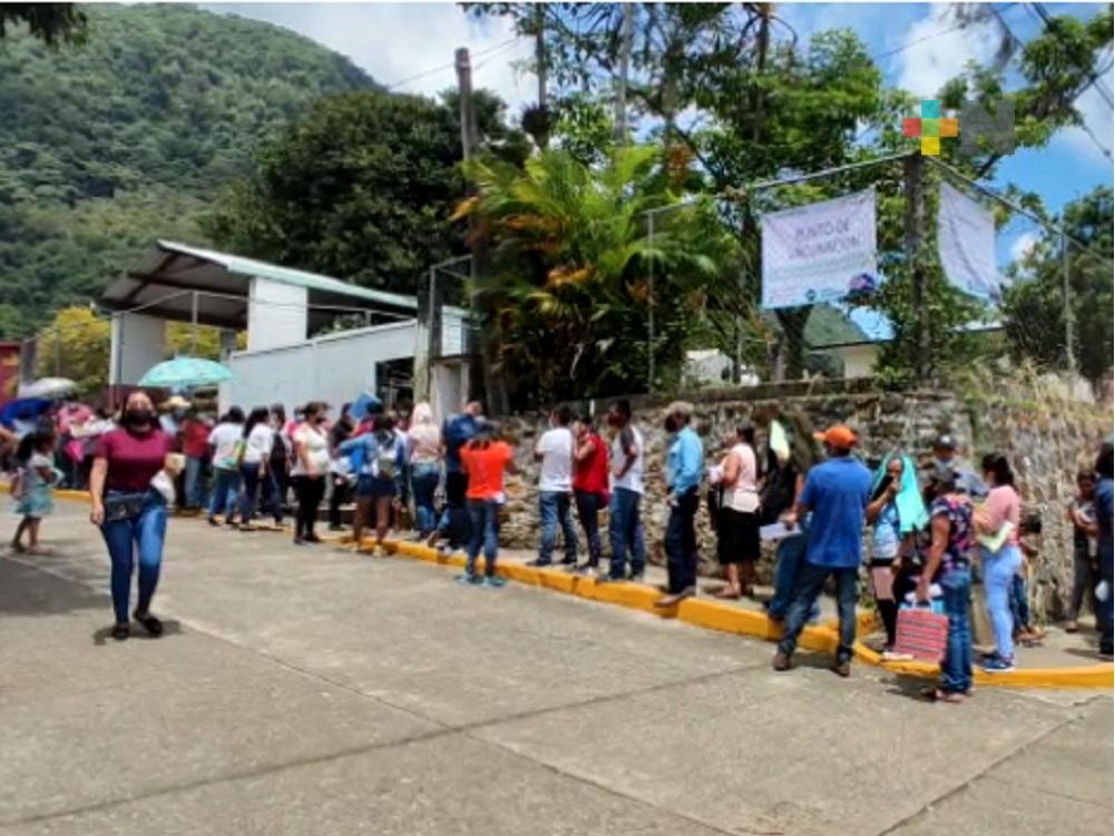 Realizan Jornada Masiva de Vacunación contra coronavirus en Tepatlaxco
