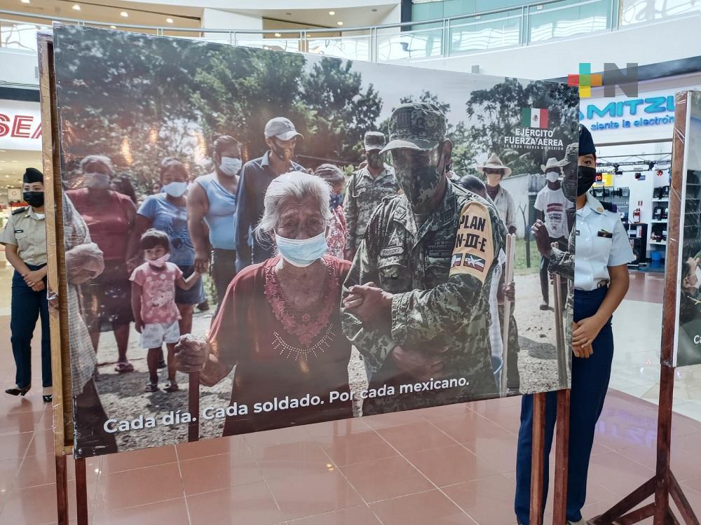 Sedena montó exhibición fotográfica conmemorativa en plaza comercial de Coatzacoalcos