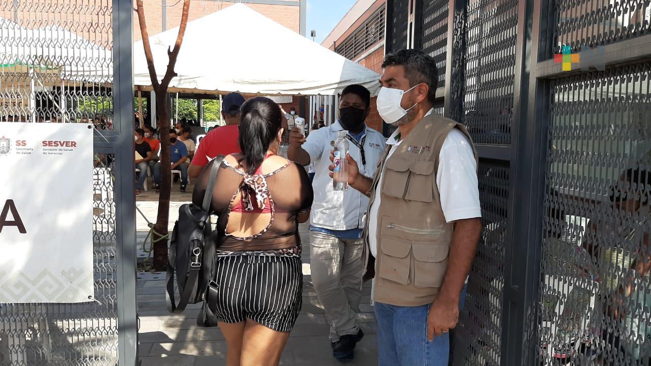 Sigue vacunación de personas mayores de 30 años en módulo de Las Amapolas en Veracruz