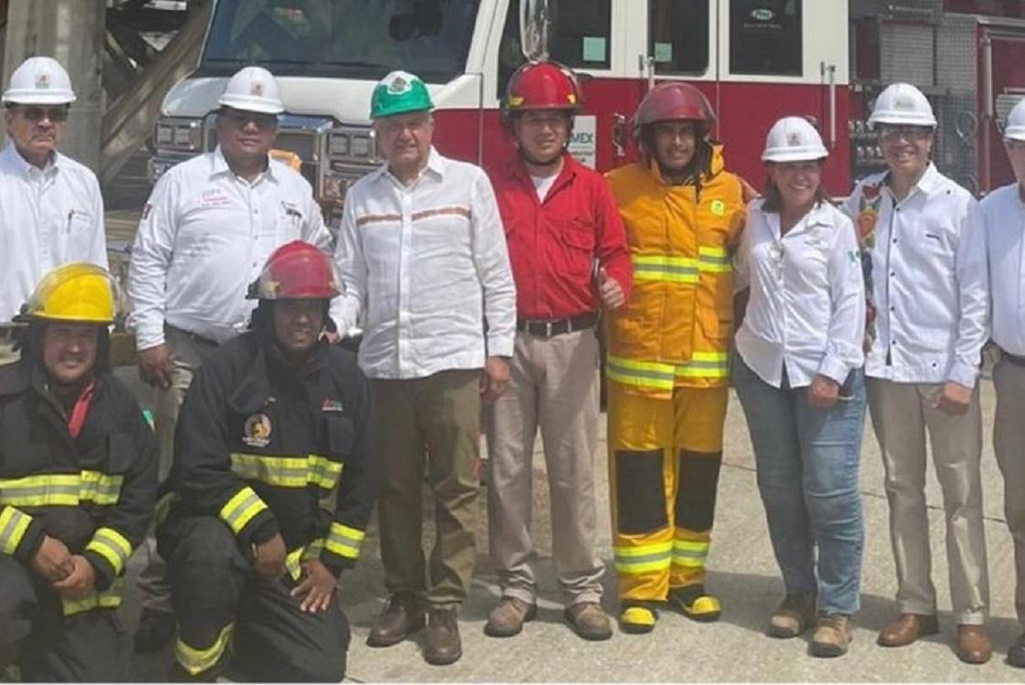 Cuitláhuac García y Rocío Nahle junto al Presidente recorren avances de rehabilitación de refinería Lázaro Cárdenas