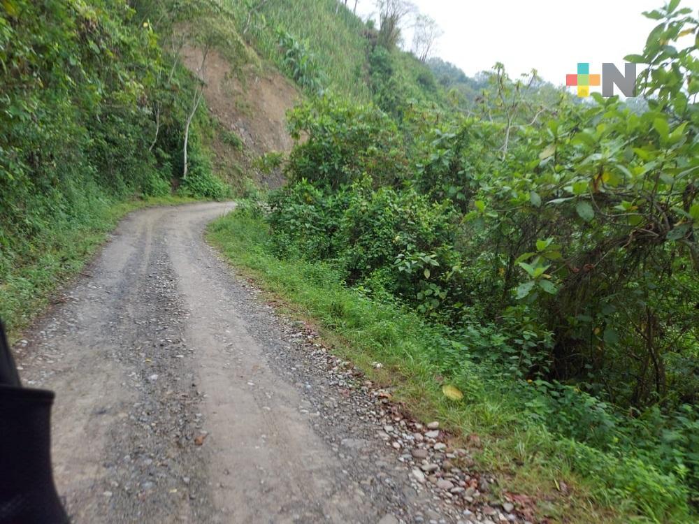 Ilamatlenses agradecen a gobernador Cuitláhuac inversión para pavimentar carretera