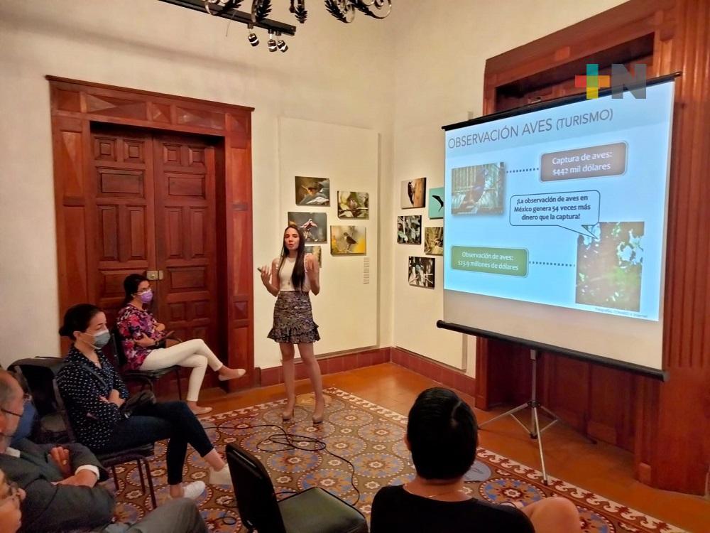 """Inauguran exposición fotográfica """"Colores que vuelan"""" en Casa de Cultura de Coatepec"""