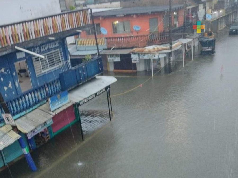 Lluvias constantes por Frente Frío 1, inundaron calles de municipios en el sur de Veracruz