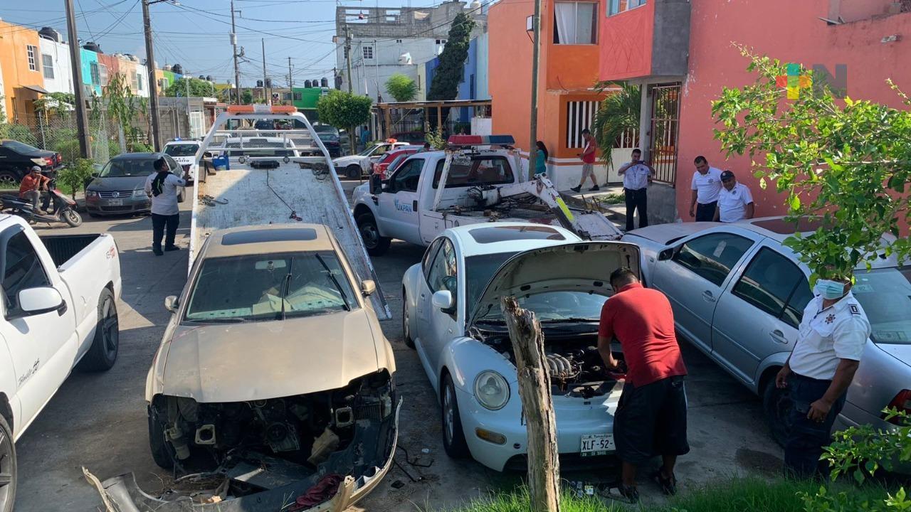 Mejoran imagen urbana de Tuxpan con retiro de autos-maceta