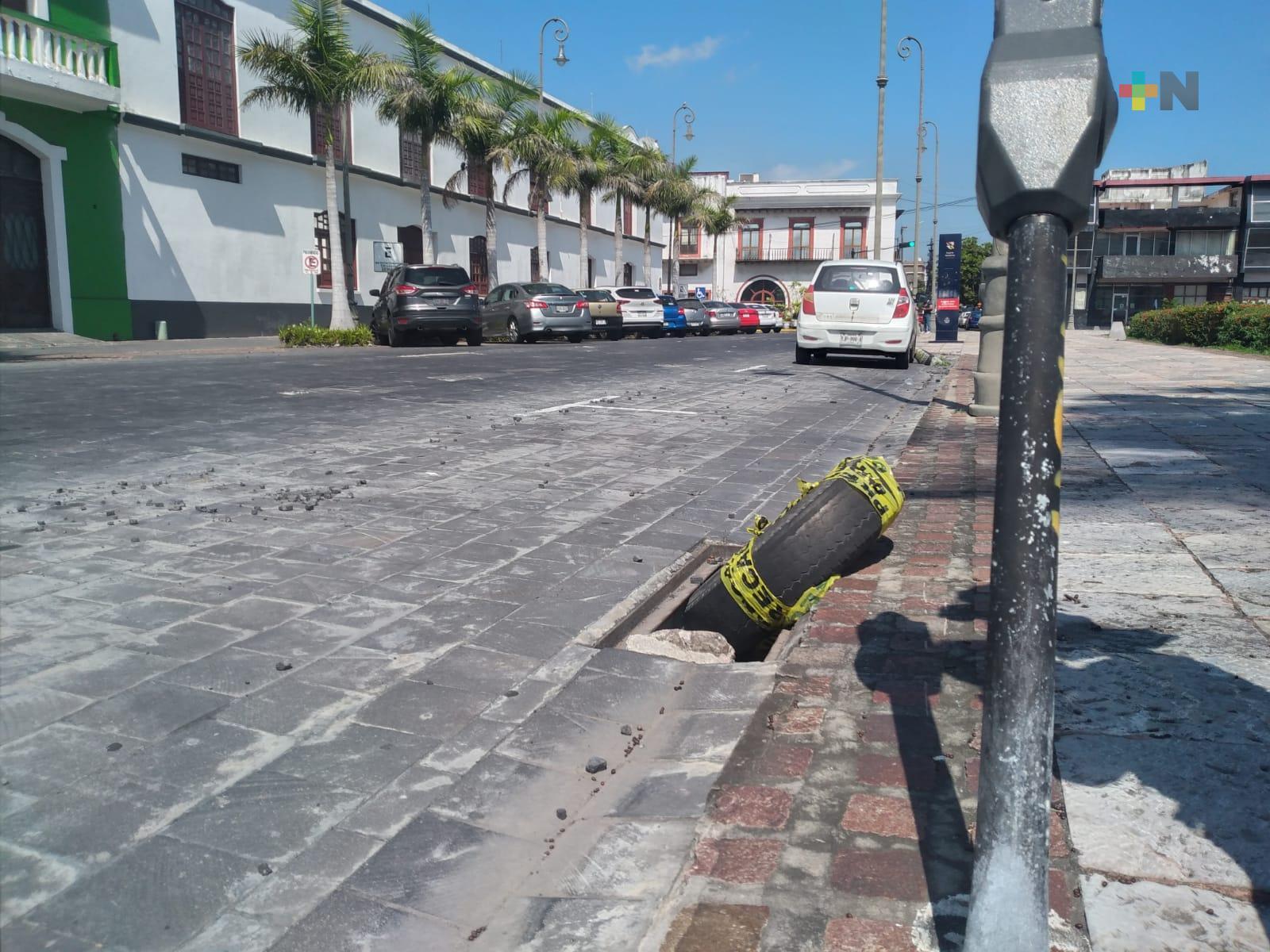 Alcantarillas sin tapas, cerca de Baluarte de Santiago