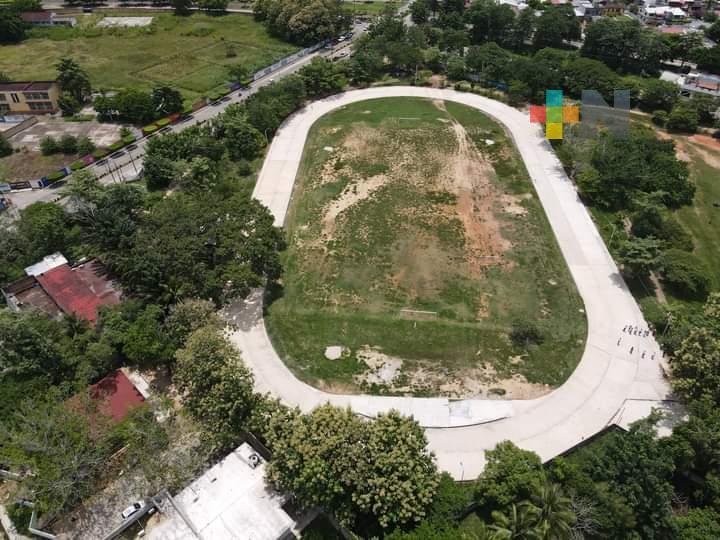 Trabajan en construcción de pista de atletismo «El Cocal» de Minatitlán