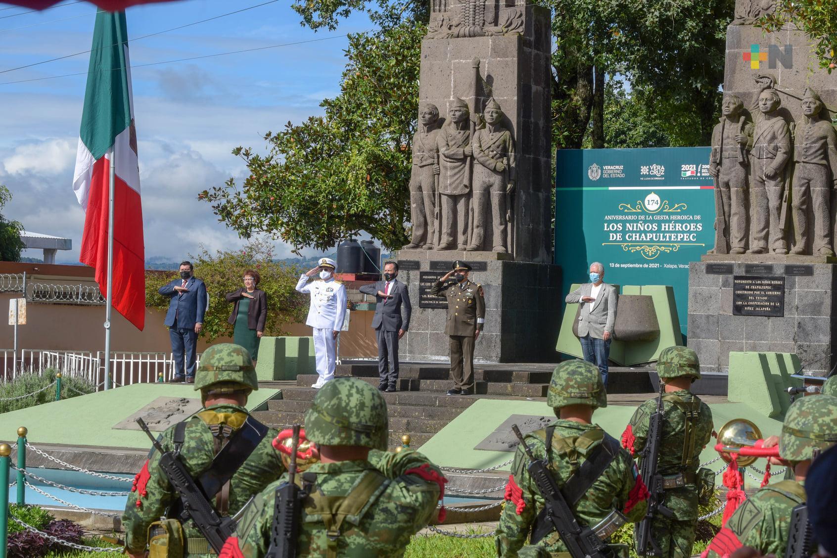 En Xalapa, rinden homenaje a Niños Héroes