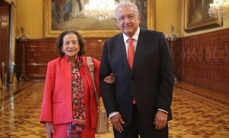 Presidente se reúne con Ifigenia Martínez en Palacio Nacional