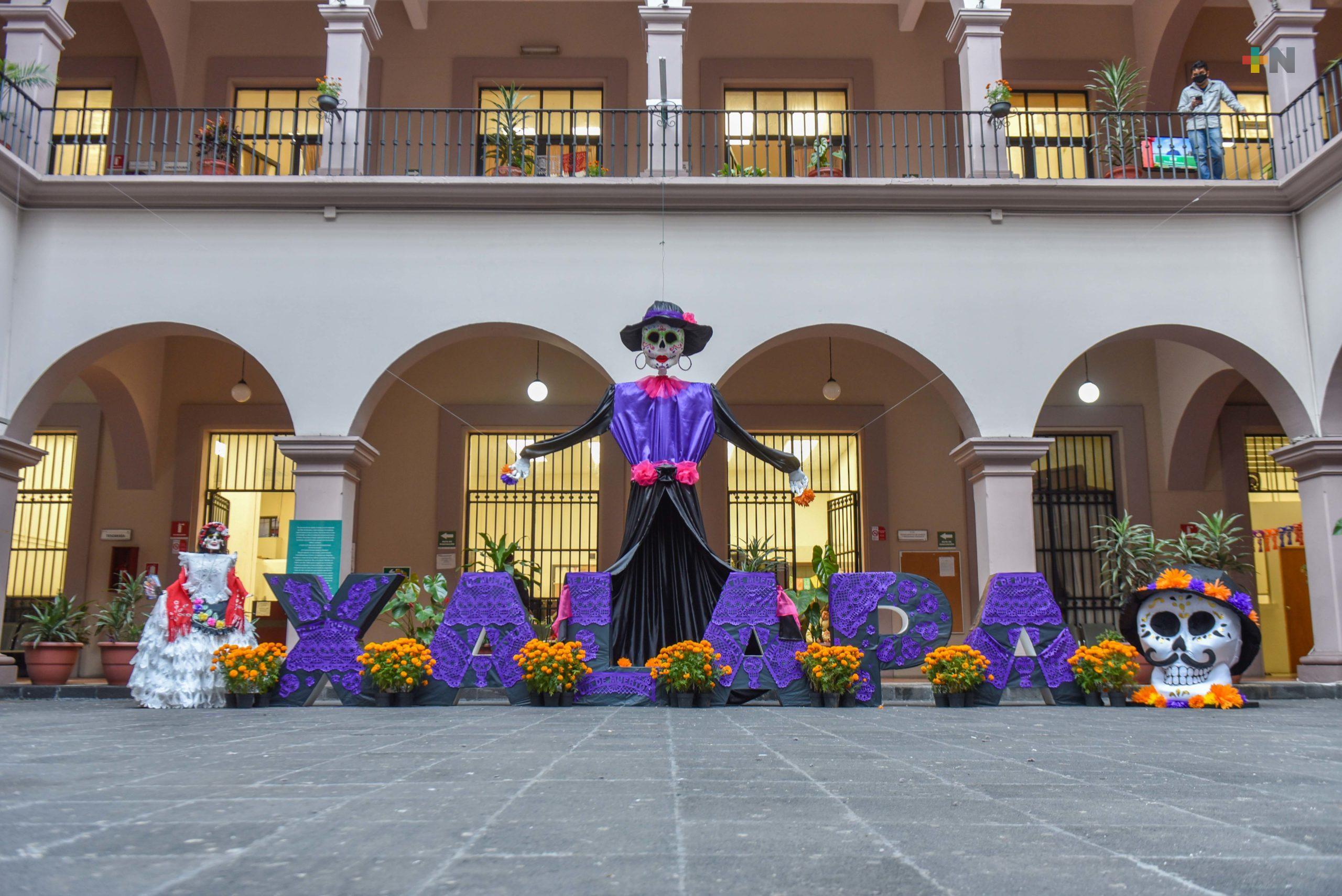 Llegan las catrinas a Palacio Municipal de Xalapa