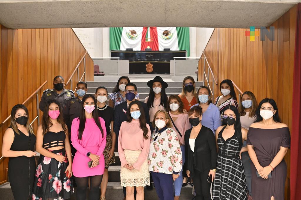 Lleva diputada Ivonne Trujillo plática sobre cáncer de mama