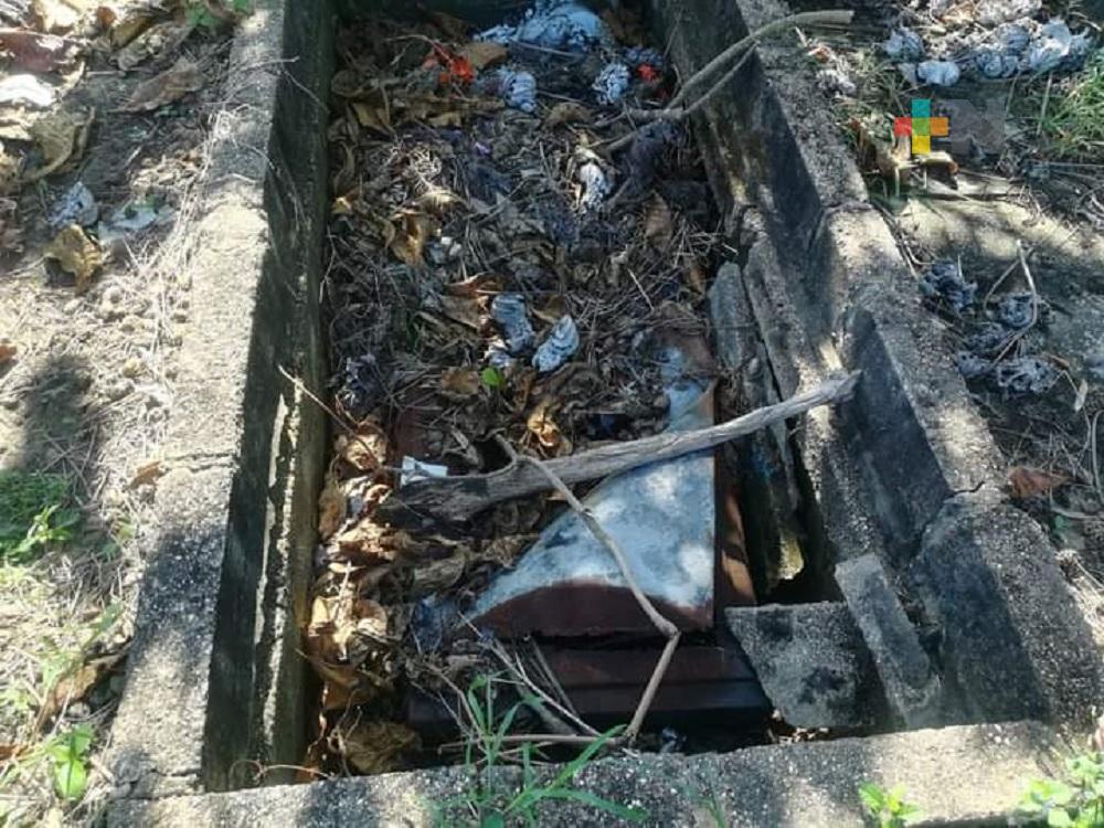 Nula respuesta de propietarios de tumbas y bóvedas en panteones de Coatzacoalcos
