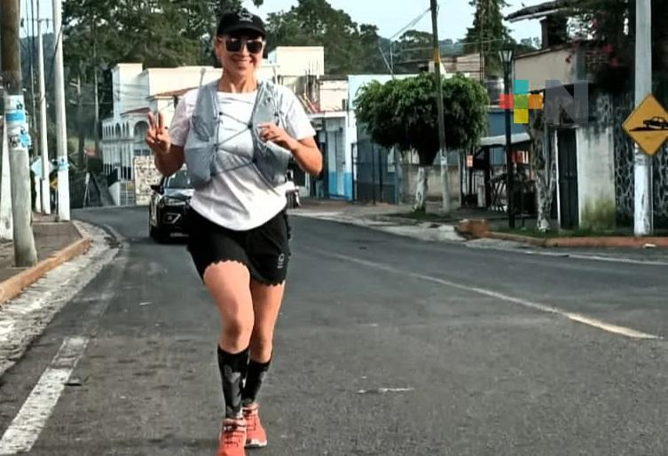 Zoila Hernández homenajea a su mamá, corriendo desde Xalapa a Yecuatla