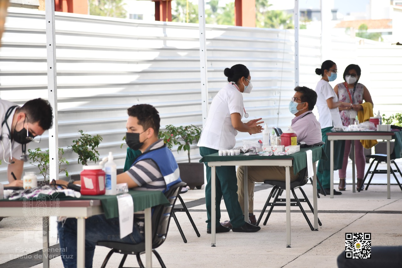 Realiza IMSS jornada de salud en instalaciones centrales de la FGE
