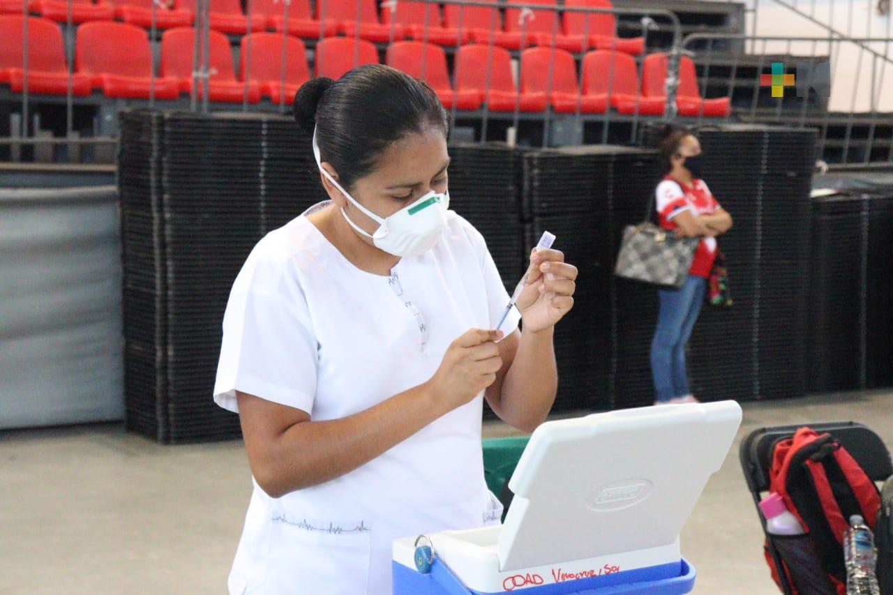 Durante primer día, vacunan a mil 857 menores con comorbilidades en Veracruz