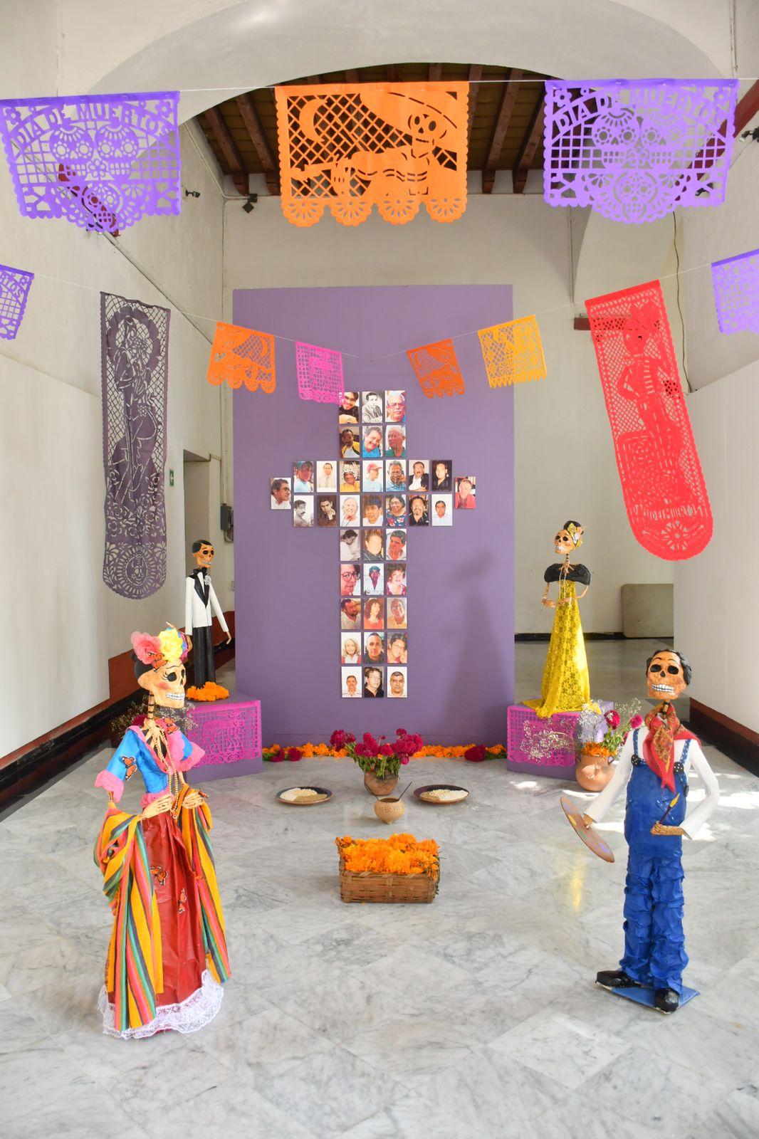 Artesanos de Naolinco exhiben altar de muertos en exconvento Betlehemita