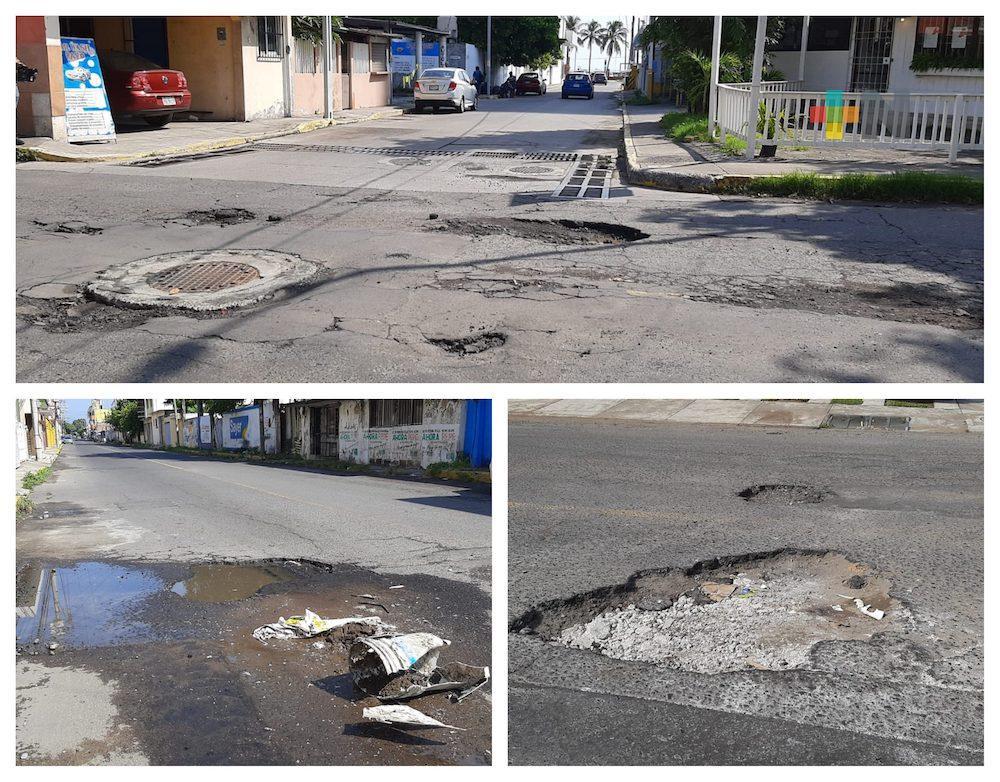 Baches en avenida Vía Muerta de Boca del Río