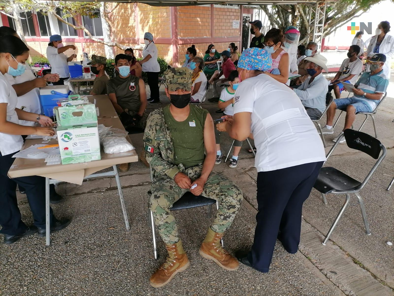 Acuden a vacunarse elementos de la Secretaría de Marina