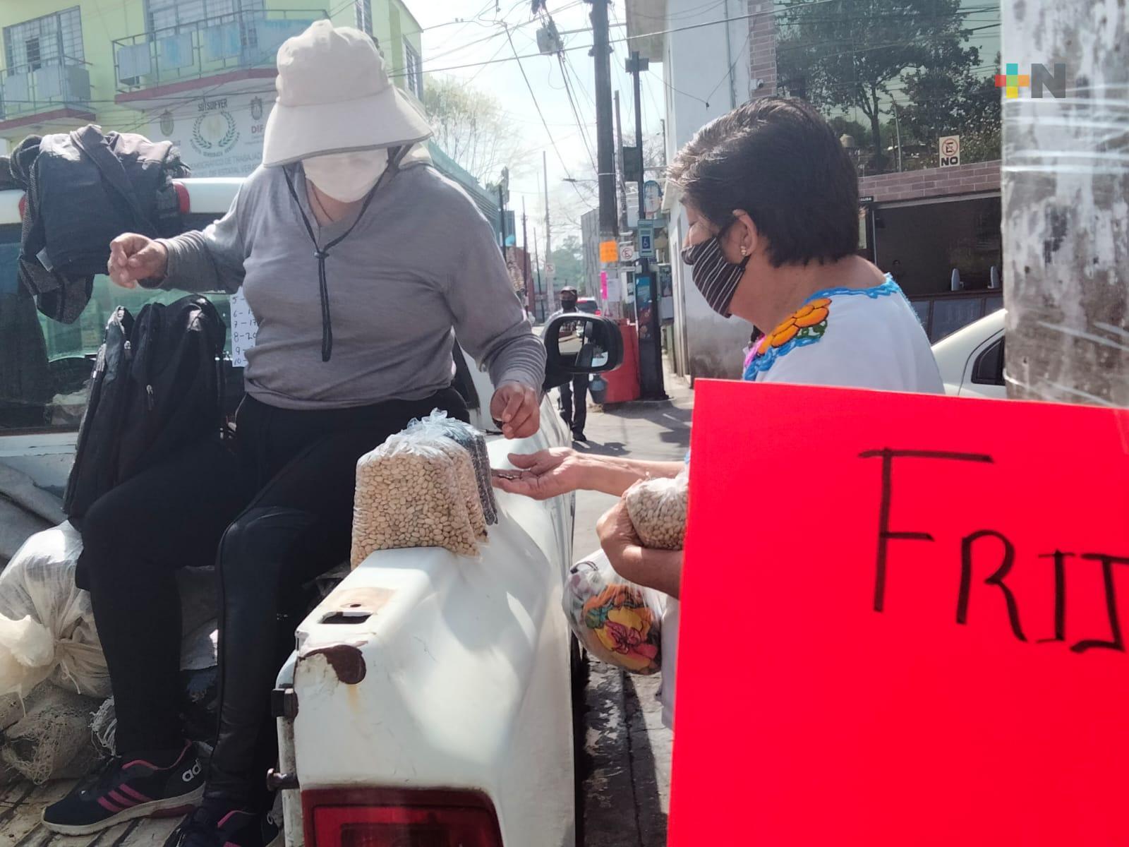 Llegan productores de frijol a Xalapa para venta directa
