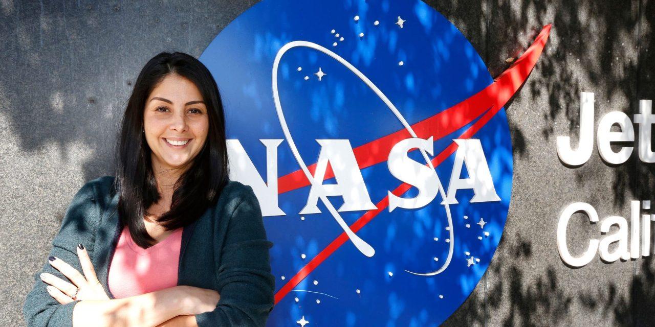 Limpiando casas pagó sus estudios y hoy lidera la misión de la NASA a Marte  | RADIOMÁS