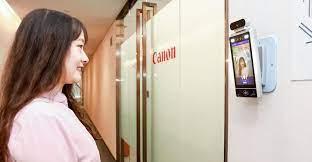 Canon instaló cámaras que solo permiten el acceso a empleados felices