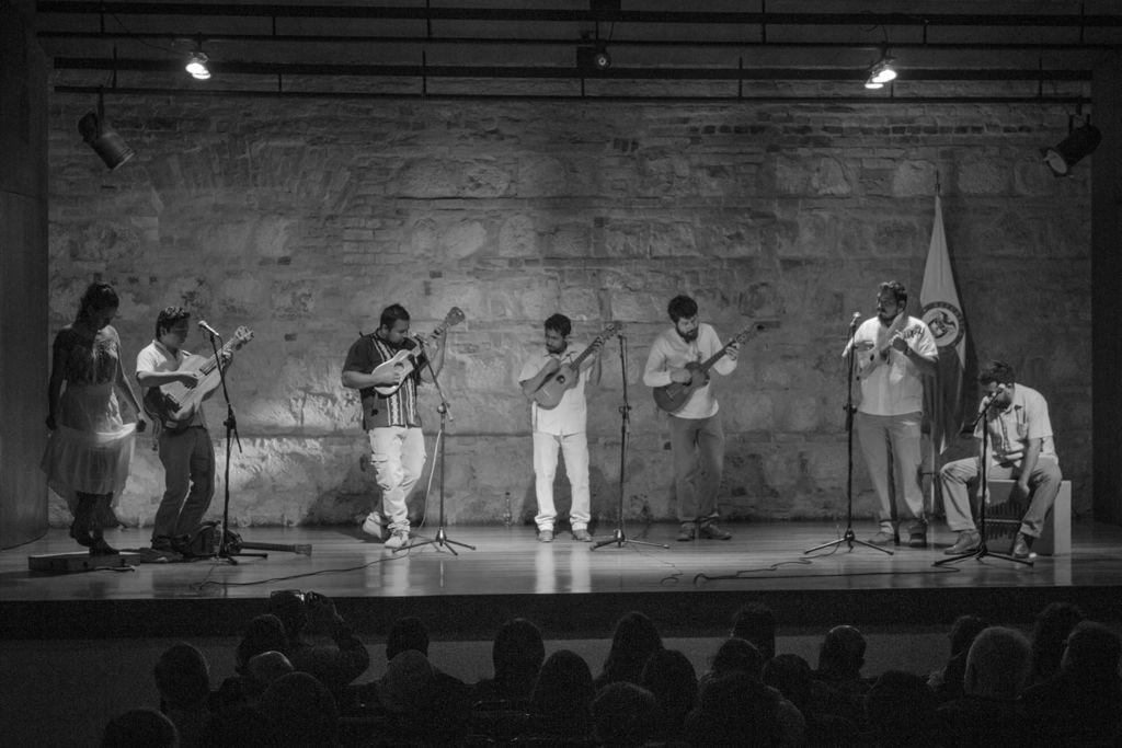 Los Pájaros del Alba, promotores de la tradición jarocha